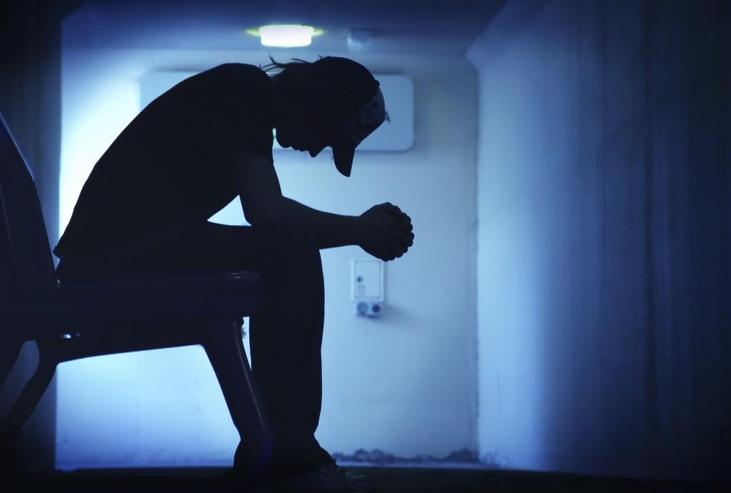 Profesores de instituto y adolescentes. Prevención del suicidio, las autolesiones, ingesta de pastillas y muertes.